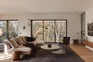 暖色系现代公寓,木饰面这样装个性又精致