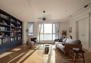 """空间""""化零为整"""",大餐桌可读书、做手工,给卧室做双开门,立马多出10㎡的既视感"""