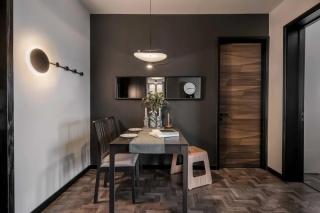 厦门旧房翻新60㎡ 两室两厅,客厅用镜子做背景,空间更显大!