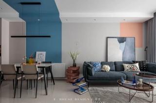 98㎡精装房改装,建筑业小青年用「布鲁斯蓝」做直线分色、定制柜体扩容储物,设计师简直走心了